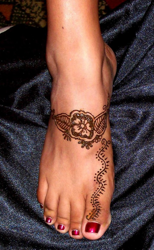 Cool Simple Henna Design for Feet