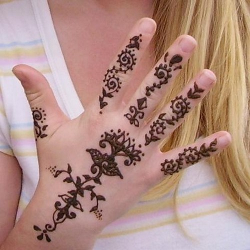 Mehndi For Small Girl : Creatively designed mehndi styles to inspire you