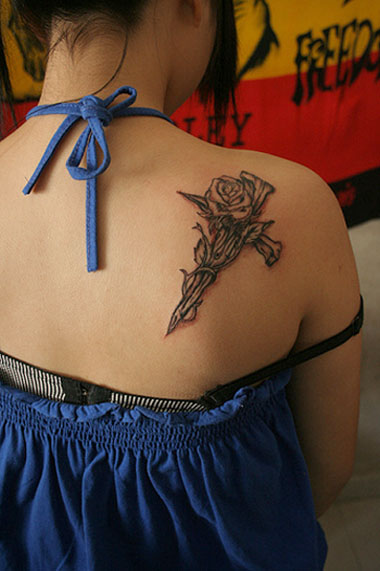 Black Rose Tattoo for Teenage Girls Shoulder