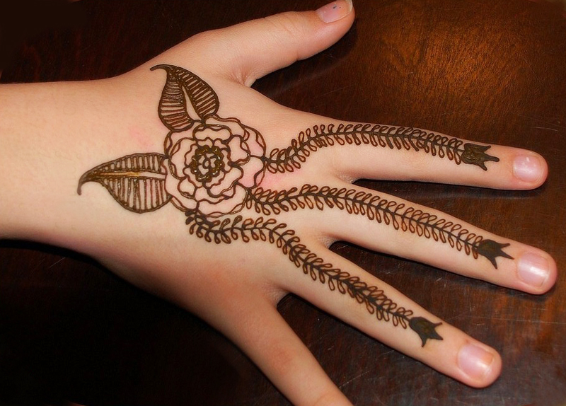 Cute Henna Designs: Cute Hands Short Henna Design