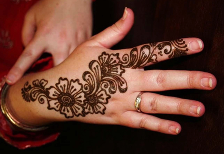 Mehndi Flower Designs For Hands : 33 floral mehndi designs for all seasons sheplanet