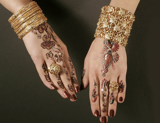 Mehndi Designs For Engagement : Glitter mehndi design with jewelry for girls engagement