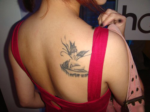 45 back shoulder tattoos stuff you need to know sheplanet for Hot female back tattoos
