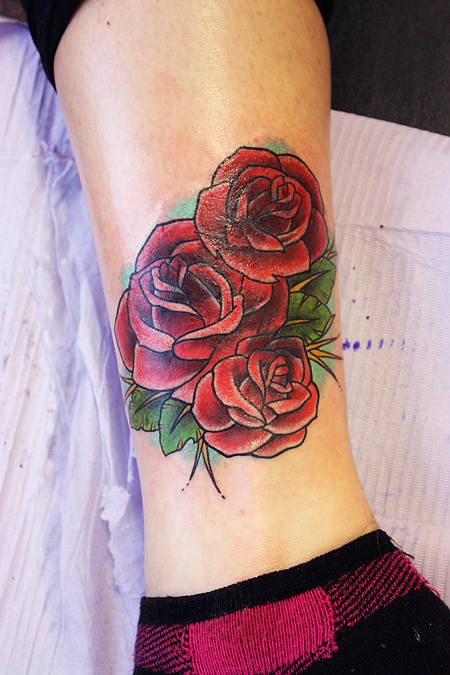 Rose Tattoo On Leg: Romantic Rose Tattoo Designs For Attraction