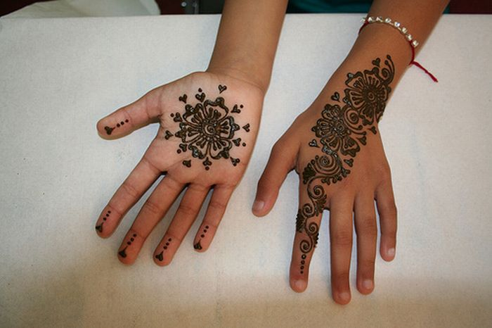Madrasi Hand Mehndi Design for Little Girl