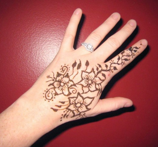 Cool Henna Tattoos: Super Cool Back Hands Mehndi Designs For Your Own Use