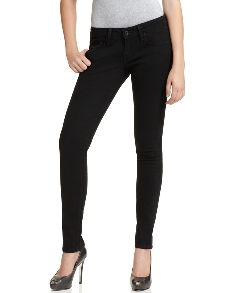 Skinny Jeans for Girls Here's the skinny on the skinny jean: it's sleek, it's flattering to all, and it's % essential to every girl's wardrobe. This slim-fitting silhouette flatters every body type, and with the perfect amount of stretch, it's as comfortable as it is stylish.