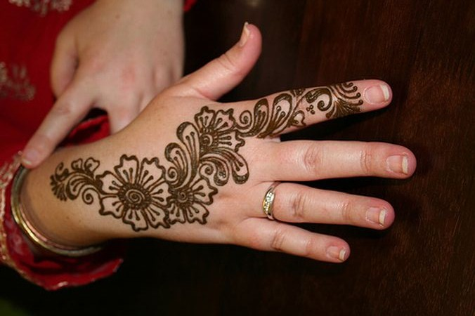 Simple Mehndi Tattoo Hands : Elegant simple mehndi design for back hand domseksa