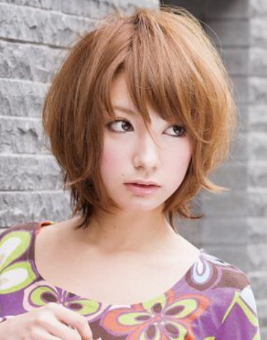 Cute short messy hairstyle for teen girls