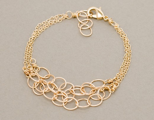 Stylish Gold Bracelet Design