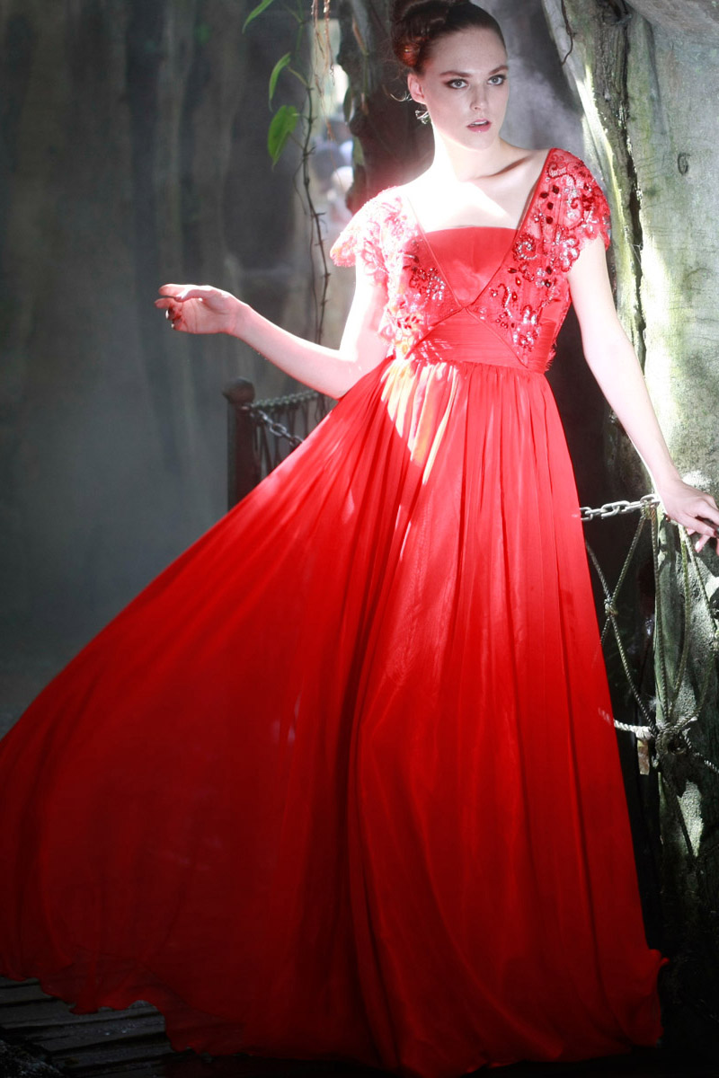 Trendy red wedding dresses pictures sheplanet for Red and white wedding dresses 2012