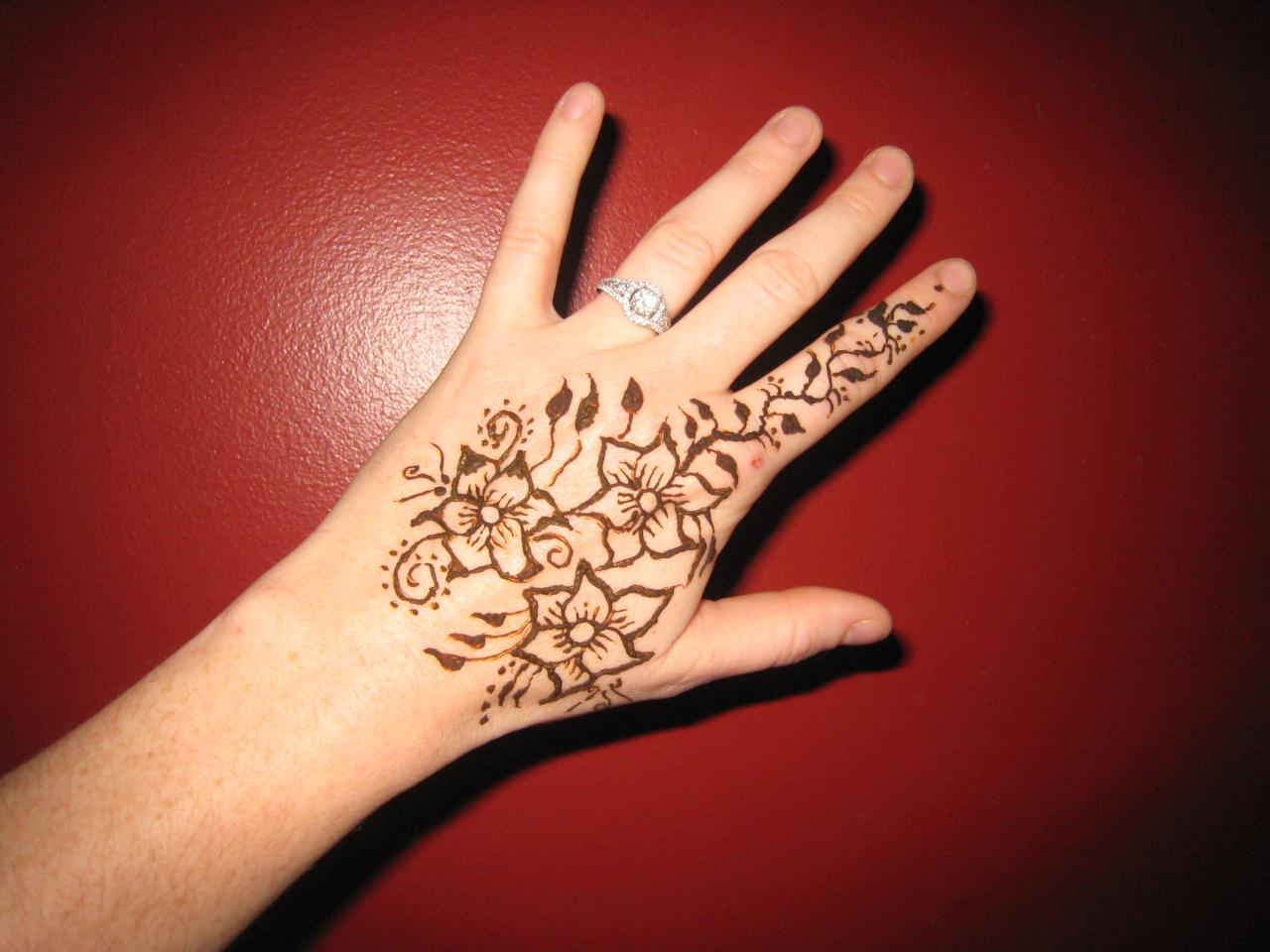 Mehndi Tattoo Flower Designs : Cool henna tattoo designs for 2012 sheplanet
