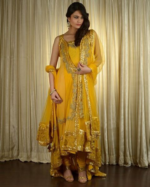 Mehndi Dresses By Maria B : Latest collection of mehndi dresses for brides