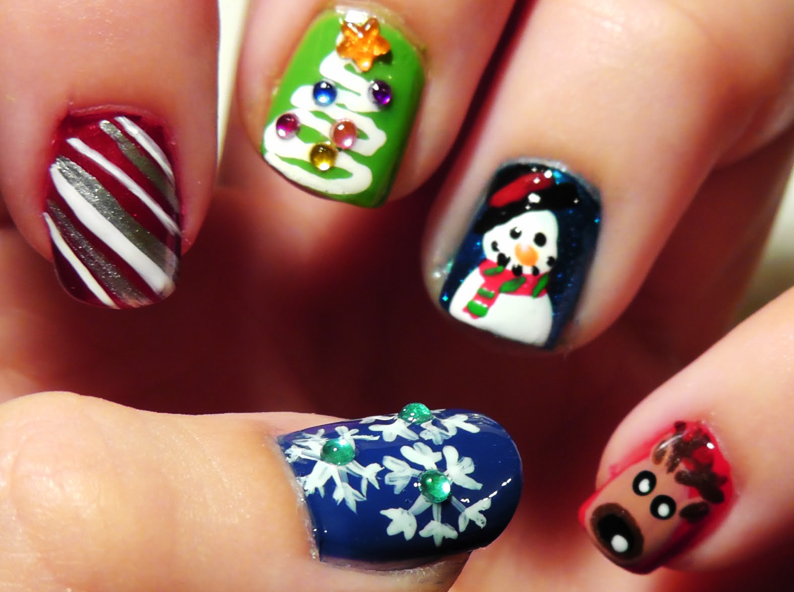 15 Electrifying Christmas Nail Art Pictures for 2015 - ShePlanet